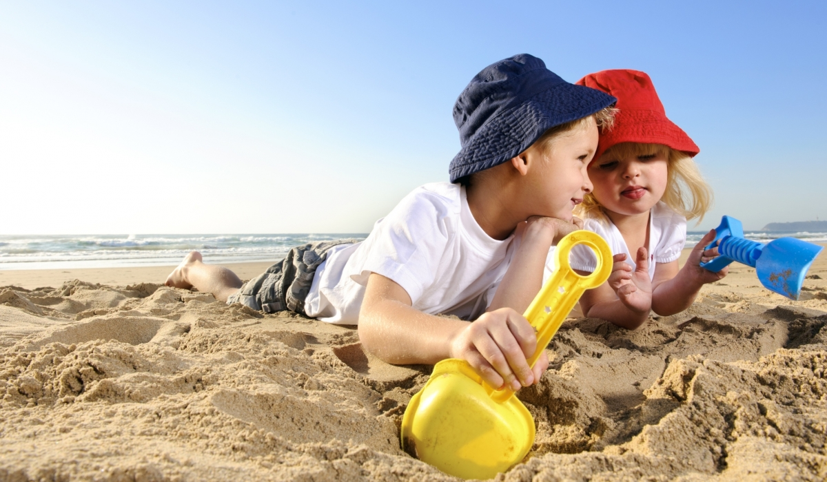 Foto Divertenti Bambini Al Mare bambini al mare: 10 consigli per proteggerli e farli divertire